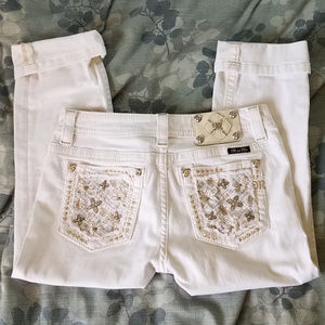 MISS ME CROPPED WHITE CAPRIS! SIZE 28